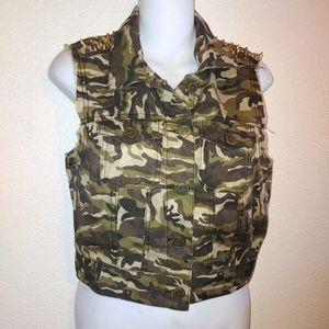 Iris camo Studded vest fringe Size med flawed